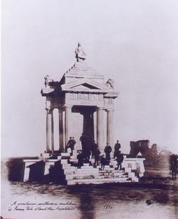 1896-ban készült fotó az emlékműről