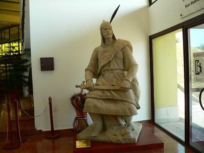 Az eredeti Árpád-szobor a Rotundában